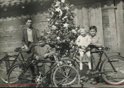 1939-Enrique-en-bicicleta-copy