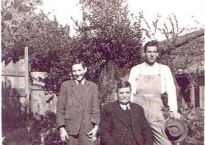 1949-Sebastian-Luchsinger-Marti-con-nietos-Carlos-y-Emilio-copy